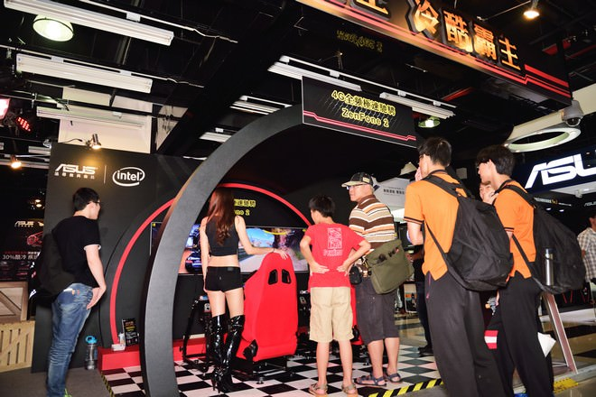 asus-rog-72-game-party-1