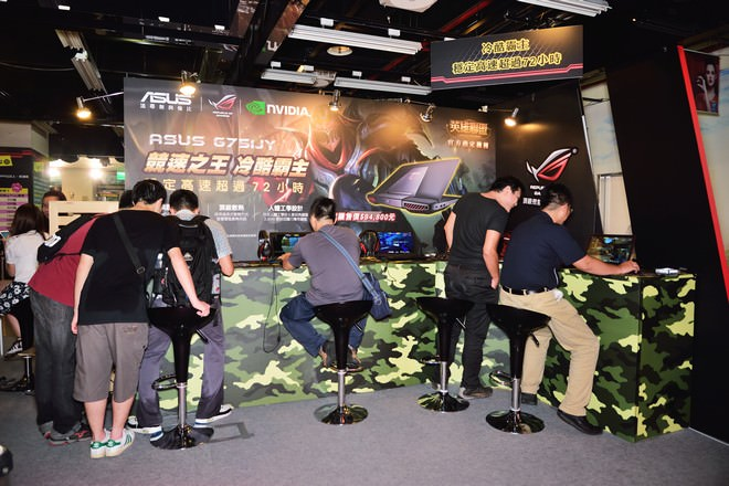 asus-rog-72-game-party-11
