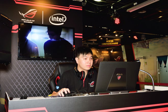 asus-rog-72-game-party-17