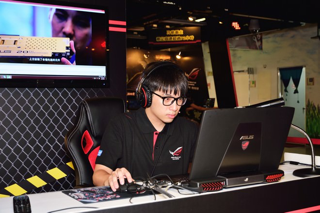 asus-rog-72-game-party-18