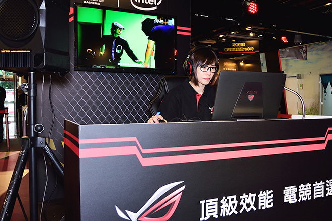 asus-rog-72-game-party-19