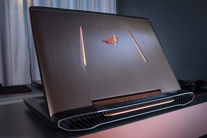購買ROG指定電競筆電、桌機、ASUS G11CB系列,線上登錄再送ROG戰鬥防水袋。(圖為ROG G752電競筆電)